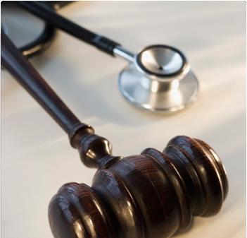Doctores y abogados trabajan juntos en Paraguay